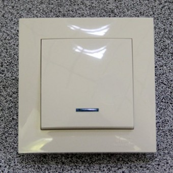 Изображение Выключатель 1-кл. внутр. кремовый с подсветкой Right hausen velena (HN-011023)
