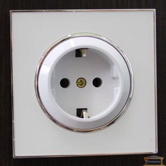 Изображение Розетка 1-я внутренняя с заземлением белая LAURA RH-015081