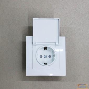 Изображение Розетка 1-я белая с зазем. со шторками и крышкой HN -011211